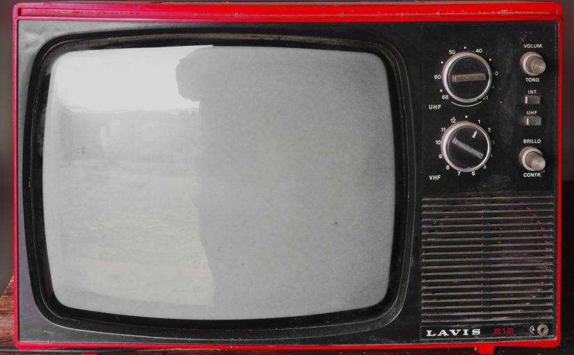 Rodzinny wypoczynek przed telewizorem, lub niedzielne serialowe popołudnie, umila nam czas wolny ,a także pozwala się zrelaksować.